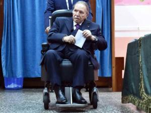 """يوم حاسم في الجزائر.. بوتفليقة """"مطلوب شخصيا"""" لتقديم ترشحه"""