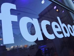 """فيسبوك تطلق خدمة """"ترجملي"""" بدعم للعربية"""
