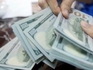 العملات : الدولار يواصل الانخفاض