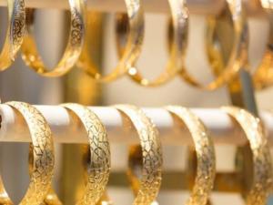 الذهب يرتفع بدعم من توقعات بخفض أسعار الفائدة