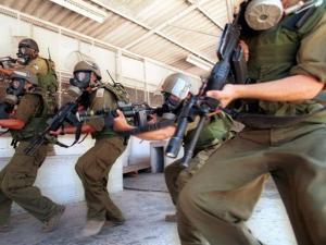 قوات الاحتلال تقمع الأسرى بسجن النقب