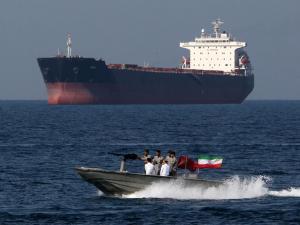 الثوري الإيراني يحتجز ناقلة نفط بريطانية