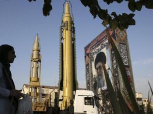 العقوبات الأمريكية ضد إيران تدخل حيز التنفيذ.. وإسرائيل تعلق
