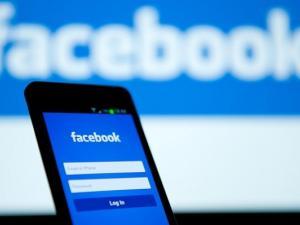 لماذا يعمل فيسبوك على تطهير منصات إعلامية؟