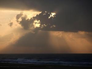 حالة الطقس: تقلبات على درجات الحرارة وأجواء خماسينية السبت