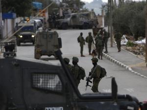 الاحتلال يواصل حملة الاعتقالات بالضفة ومطاردة منفذ عملية سلفيت