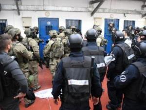 """قوات القمع تقتحم عدة أقسام في """"النقب"""""""