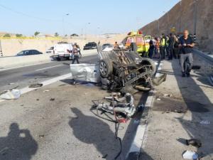 مصرع شابين وإصابة آخر بانقلاب سيارة على طريق القدس أريحا
