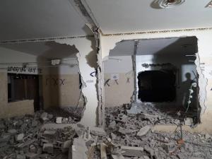 (7) اصابات خلال هدم منزل الأسير قبها(صور)