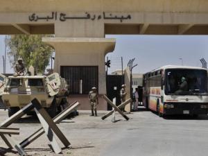 فتح معبر رفح باتجاه واحد لمدة يوم لعودة العالقين في مطار القاهرة