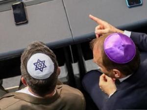 هل تعرف لماذا يرتدي اليهود قبعة صغيرة علي رؤوسهم؟