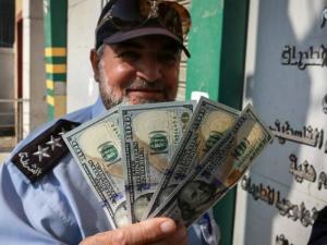 دعوة إسرائيلية لإعادة إرسال الأموال لغزة وفصلها عن الضفة