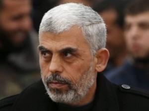 """""""يديعوت"""" تتساءل: ما الذي يخطط له قائد حماس يحيى السنوار؟"""