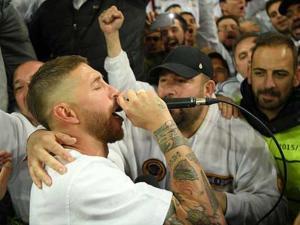 شاهد.. راموس يغني احتفالا بالتأهل لنهائي دوري الأبطال