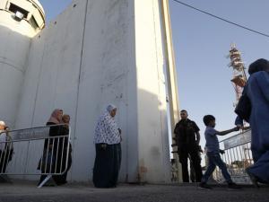 كاتب إسرائيلي يعيد طرح كونفدرالية أردنية فلسطينية كحل
