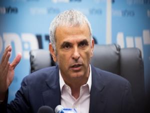 """""""كحلون"""": يمكننا اقتطاع رواتب الأسرى الفلسطينيين بضغطة رز"""