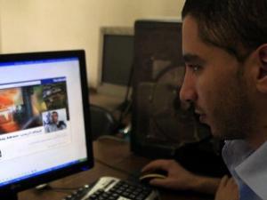 """نتنياهو يأمر بوقف قانون """"فيسبوك"""""""