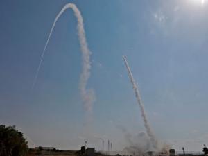 معاريف: صواريخ غزة الأخيرة هي رسالة مزدوجة.. كيف؟