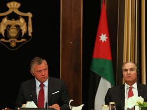 الملقي يمثل أمام الملك والأردنيون يترقبون إقالة الحكومة