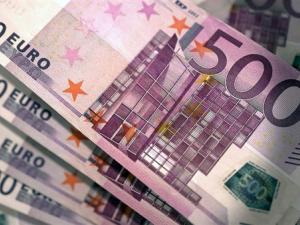 إيران تقرر اعتماد اليورو بدلاً عن الدولار