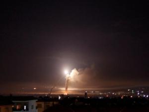 قصف إسرائيلي يستهدف دمشق..والدفاعات تتصدى