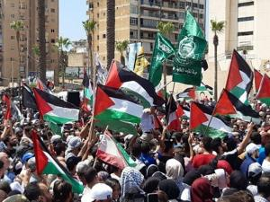 فلسطينيو لبنان يواصلون تصعيدهم ويلوحون بجمعة غضب