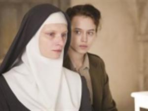 رجل دين يغتصب راهبىة 13 مرة