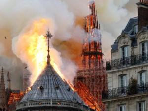 السيطرة على حريق كاتدرائية نوتردام