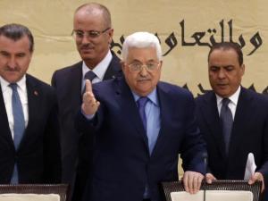 عباس سيطلب من مجلس الأمن التدخل لحل الدولتين