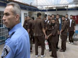 """""""هآرتس"""" تكشف تفاصيل الاتفاق بين الأسرى ومصلحة السجون"""