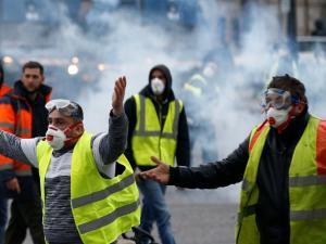 """""""السترات الصفر"""" تعود من جديد في شوارع فرنسا"""