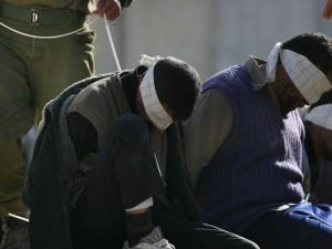 وحدات القمع الاسرائيلية تقتحم سجن عسقلان وتعزل ممثل المعتقل