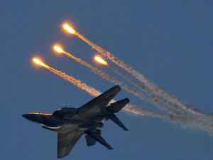 دفاعات المقاومة تتصدى لطائرات الاحتلال وتجبرها على مغادرة أجواء القطاع