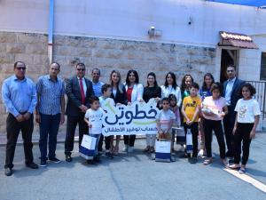 البنك الوطني يسلم الدفعة الأولى من أجهزة نت كتابي لقرى الأطفال  SOS فلسطين