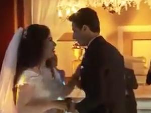 بالفيديو.. عروس تغني لعريسها وتخطف الأضواء بصوتها الرائع