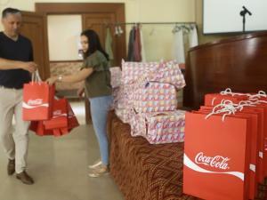 المشروبات الوطنية وراية تنظمان فعاليات فرح وتوزيع هدايا للأطفال الأيتام والمرضى
