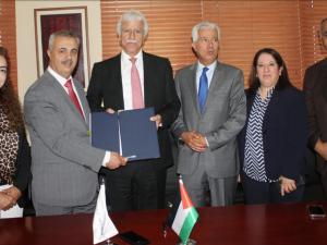 """""""التربية"""" والبنك العربي و""""إنجاز"""" يجددون اتفاقية تحسين البيئة المدرسية"""
