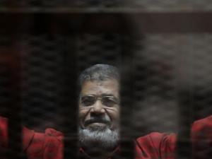 وفاة الرئيس المصري الأسبق أثناء محاكمته