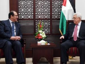 عباس أبلغ السيسي بحل مشكلة موظفي حماس بغزة بشرط