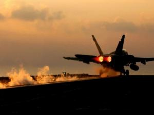 ضربات جوية أمريكية بمشاركة بريطانيا وفرنسا على سوريا (شاهد)