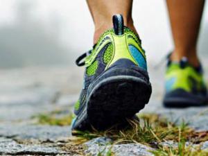 باحثون: المشي السريع يطيل العمر.. وإن كنت بدينا