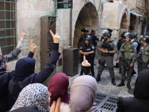 توتر واعتقالات بعد منع الاحتلال موظفي الأوقاف من العمل في الأقصى