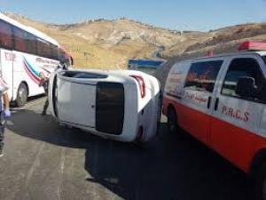 إصابة خمسة مواطنين على طريق وادي النار