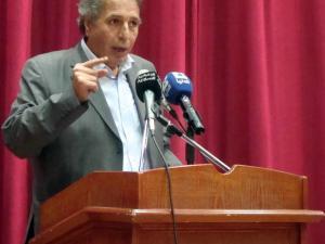 بسبب أزمة قلبيّة.. وفاة الشاعر السوري عمر الفرا