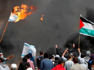 """10 اصابات خلال جمعة """"حرق علم الاحتلال"""""""