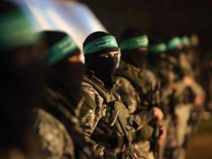 هآرتس: عمليات الضفة تعزز قوة حماس وتضعف السلطة.. كيف؟