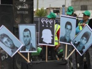 الاحتلال وافق على شرط حماس.. صحيفة تكشف عن تقدم في صفقة تبادل للأسرى