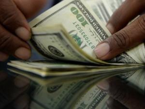 الدولار يواصل الارتفاع