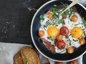 10 أغذية تضيفها على وجبة الإفطار تساهم في تخفيف الوزن