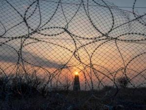 """نادي الأسير: الأسرى المصابون أعيدوا لمعتقل """"النقب"""" عدا أسيرين"""